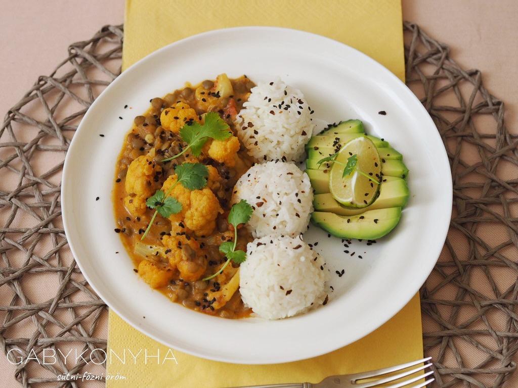 Gluténmentes vegán lencse karfiol fűszeres curry
