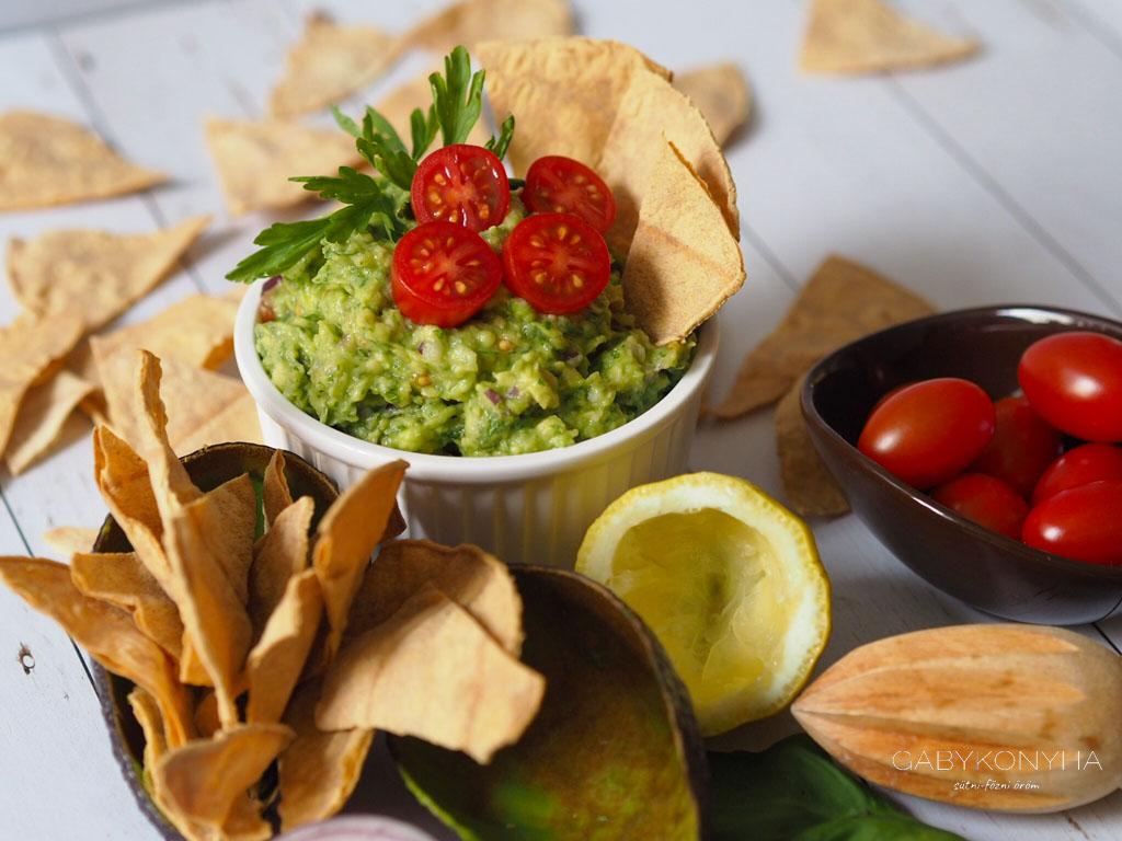 Gluténmentes vegán mediterrán zöldfőszeres avokádókrém guacamole