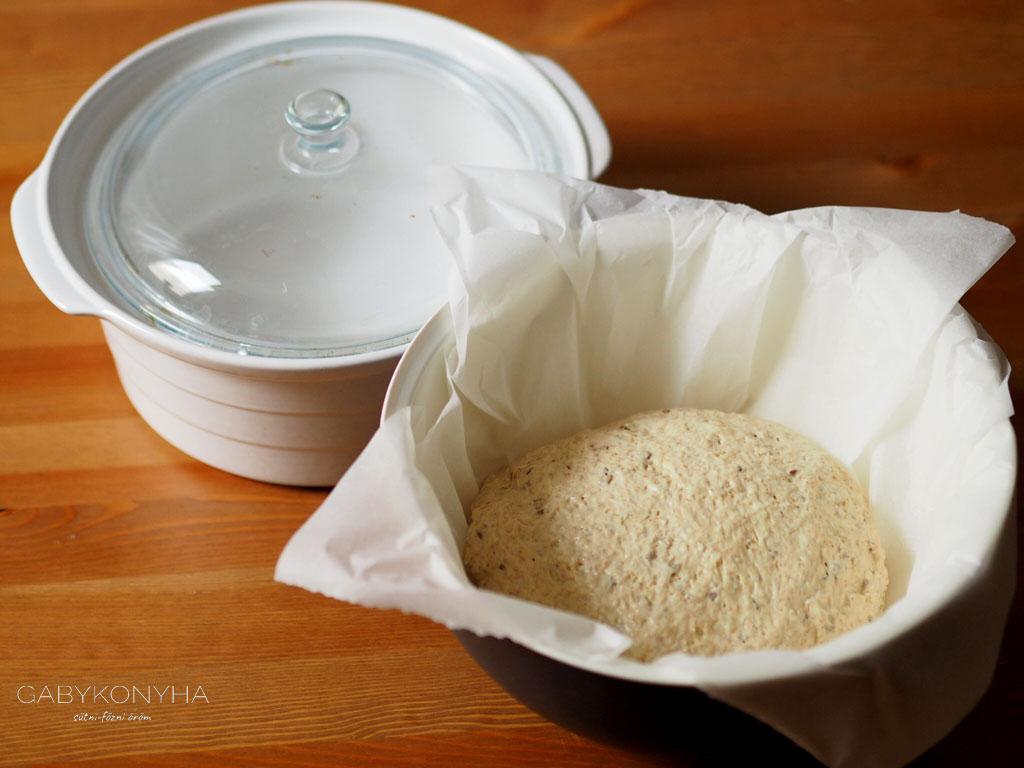 Alakor ősbúzaliszttel készült magos kenyér tészta