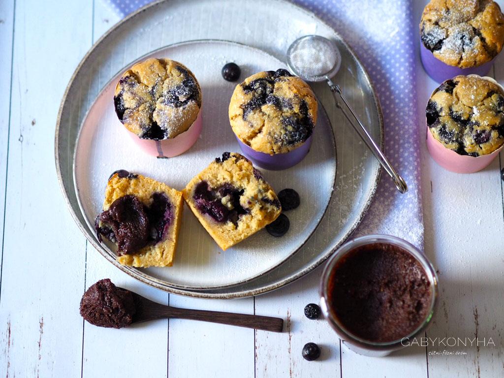 Vegán (növényi alapú) áfonyás muffin alakor lisztből házi nutellával