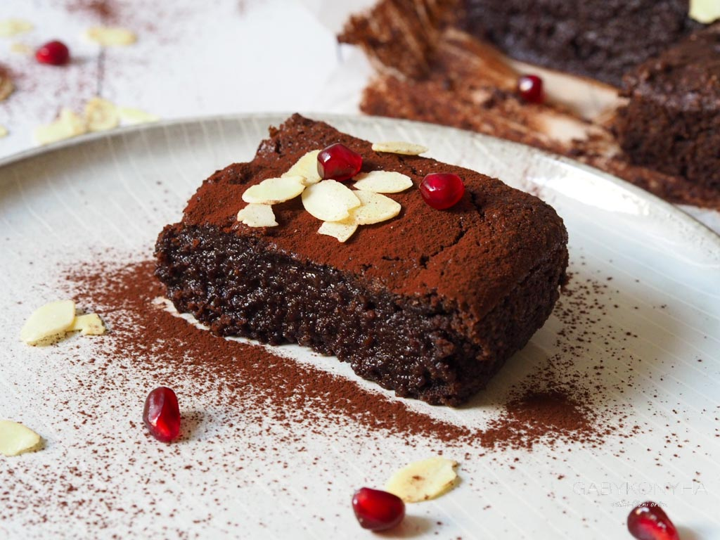 Gluténmentes vegán növényi alapú ragacsos brownie