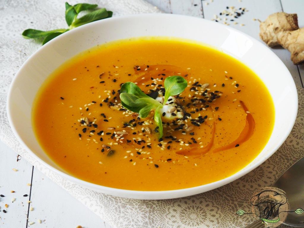 Gluténmentes vegán gyömbéres sárgarépa- és sütőtökkrémleves