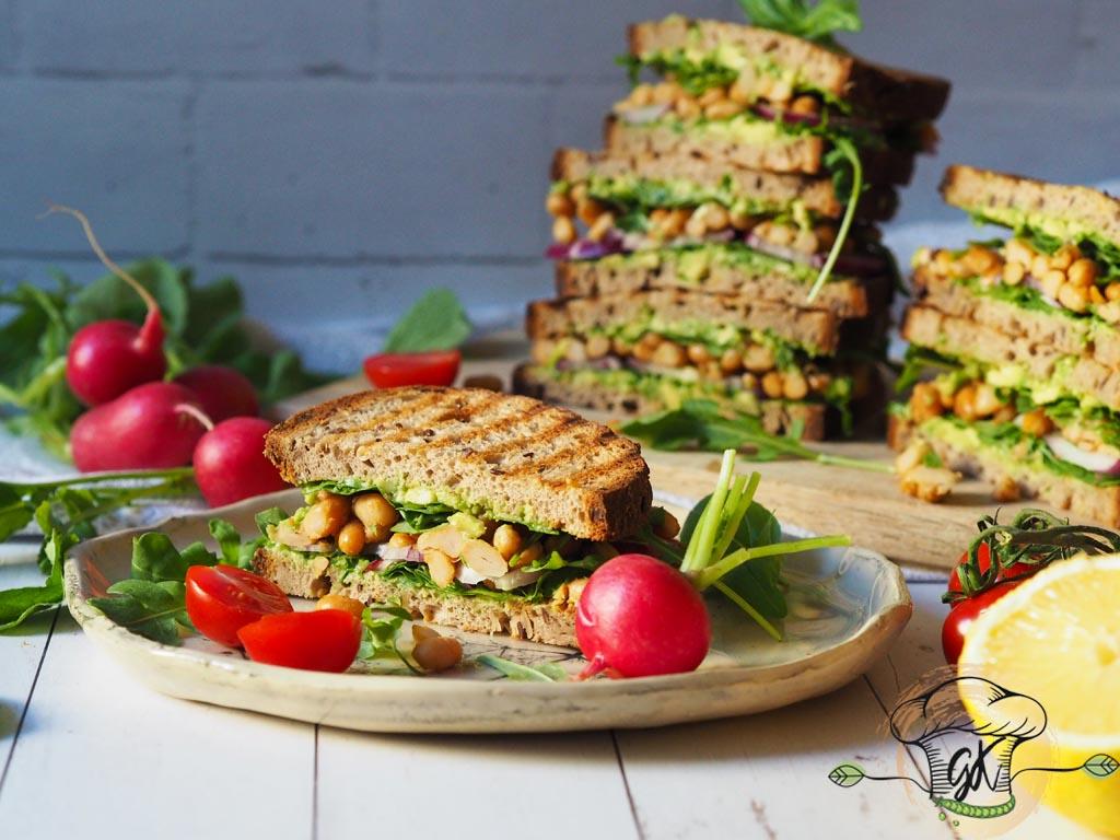 Brunch-oljunk! Avokádós-babos szendvics