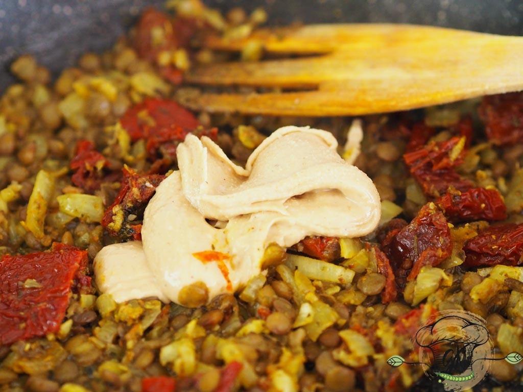 Gluténmentes vegán kesuvajas tészta szárított paradicsommal és lencsével