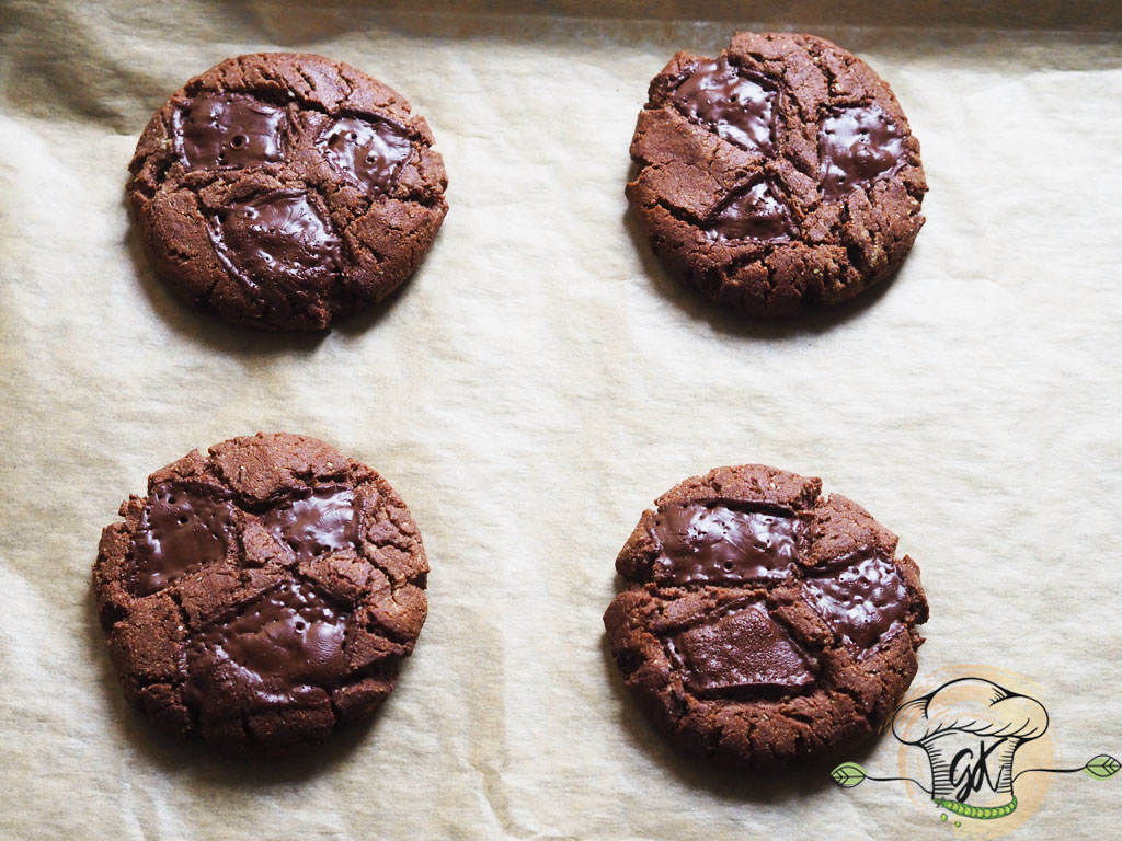 Gluténmentes vegán mogyorós kakaós csokis keksz