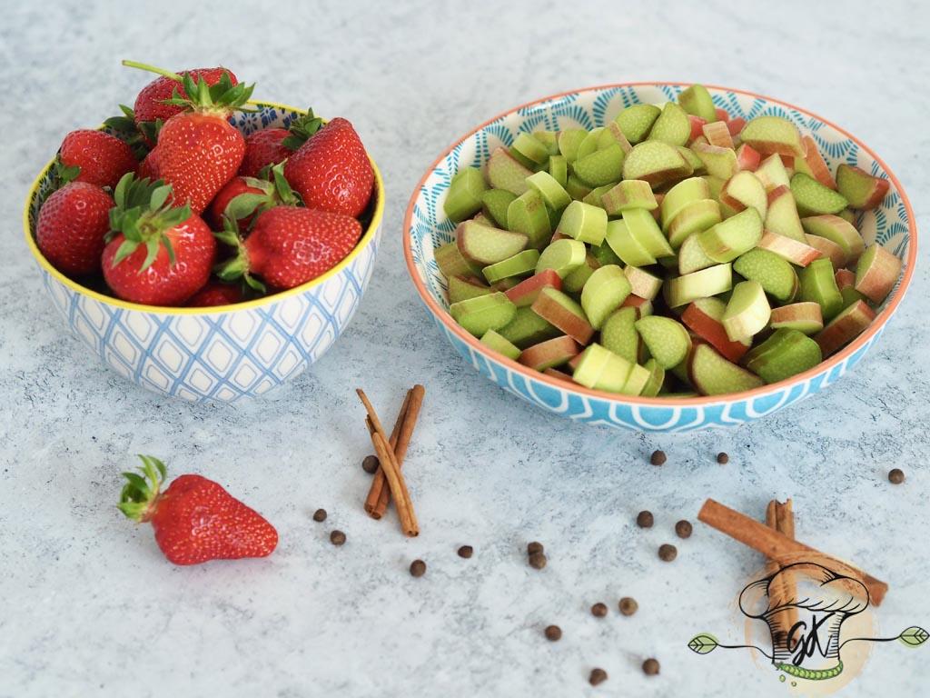 Gluténmentes vegán rebarbara-eper krémleves